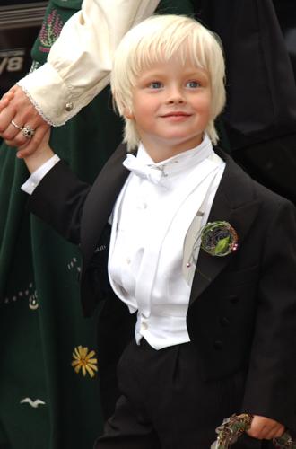 Фото №72 - Самые трогательные моменты королевских свадеб (о Гарри и Меган мы тоже не забыли)