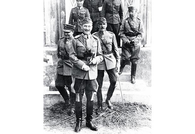 Барон покидает военный совет перед вторжением СССР. 1939 год