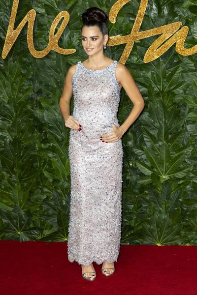 Фото №4 - 10 самых нелепых образов звезд в блестящих платьях