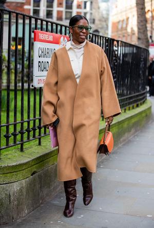 Фото №7 - Главная покупка сезона: где искать классическое бежевое пальто, как у Меган