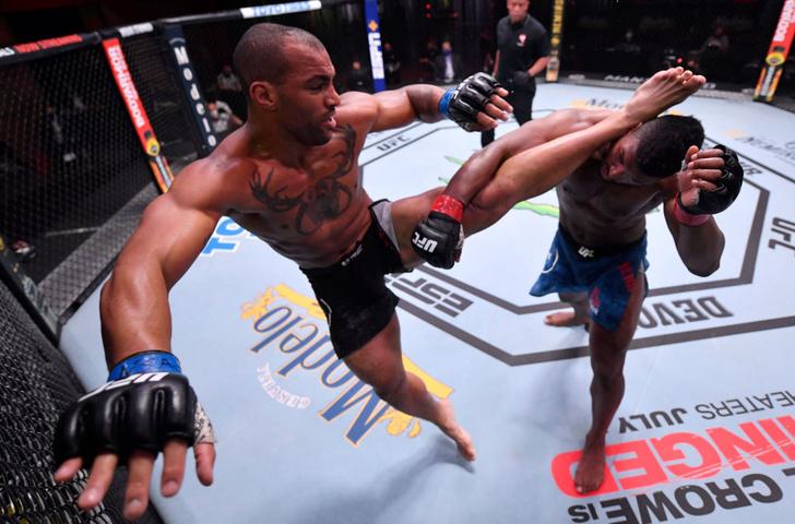 Фото №1 - Видео лучших моментов турнира UFC 250 в США вызвало спор в Сети