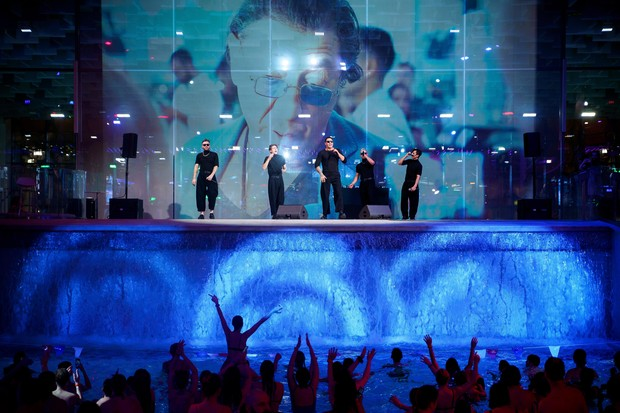 Фото №1 - Тепленькая пошла! Звезды отметили начало весны на безумной дискотеке в аквапарке