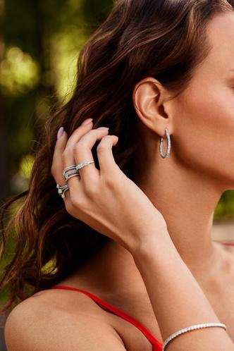 Фото №3 - Украшения, как у Аны де Армас: лучшие кольца, серьги и подвески из коллекции ALROSA
