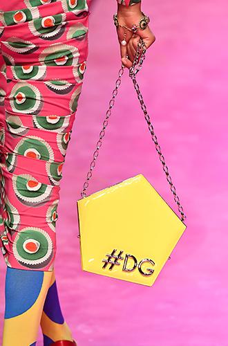 Фото №27 - Стразы, ботфорты и колготки в сеточку: как в моду входит все то, что раньше считалось безвкусицей