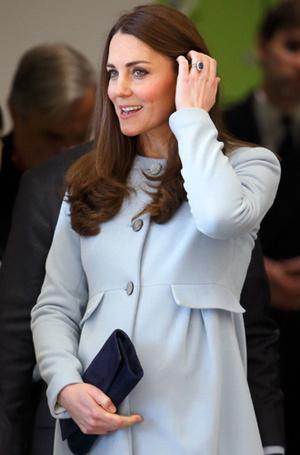 Фото №46 - Королевский дресс-код: любимые сумки герцогини Кембриджской