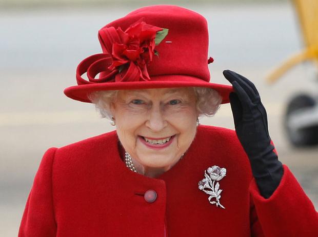 Фото №1 - Королева и помада: история одной бьюти-страсти Елизаветы II