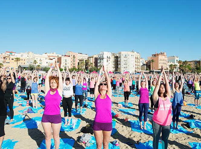 Фото №4 - 3 000 девушек поучаствовали в #RUNSUPYOGA в Барселоне