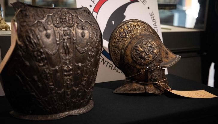 Фото №1 - Найдены экспонаты, похищенные 38 лет назад из Лувра