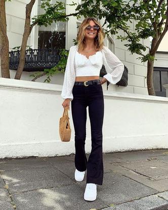 Фото №3 - С чем носить джинсы клеш: 12 модных идей на весну 2021