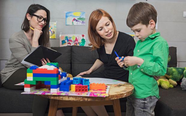 Когда вести ребенка к нейропсихологу