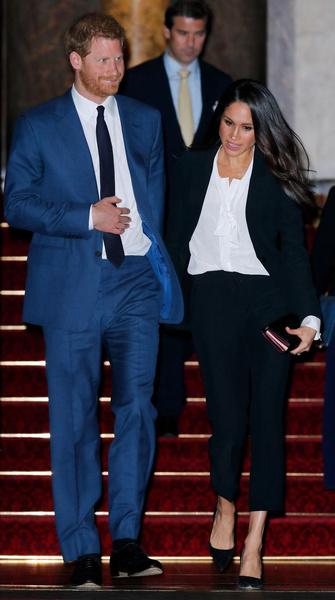Фото №1 - Принц Гарри запретил Меган Маркл носить брючные костюмы