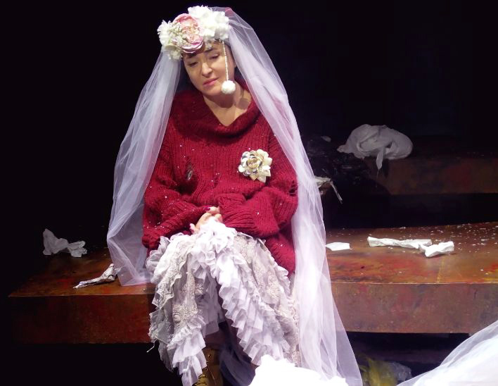 Фото №1 - Лолита Милявская дебютировала в драматическом театре