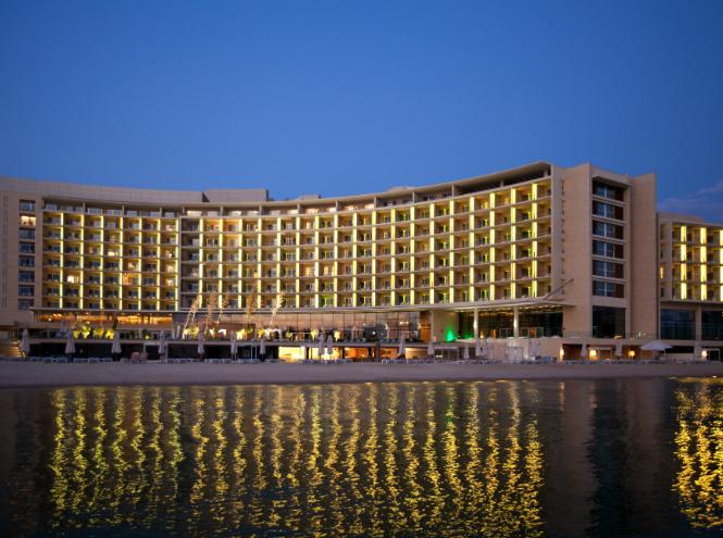 Фото №7 - 8 лучших новогодних предложений зарубежных отелей