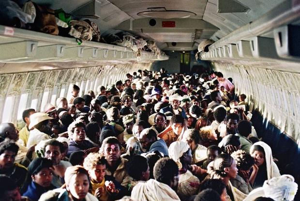 Фото №1 - История одной фотографии: максимальное количеству пассажиров в самолете, май 1991 года