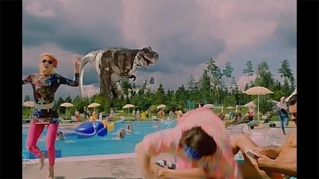 кадр из клипа Ibiza