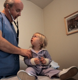Фото №2 - Лекарство младенцу: без рецепта и без гарантий