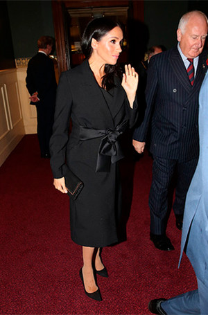 Фото №12 - Почему Кейт носит старые наряды, а Меган покупает новые
