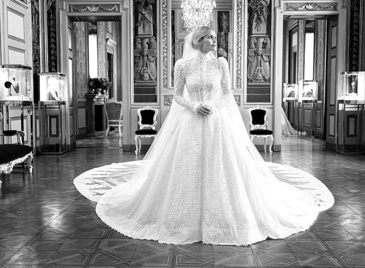 Фото №1 - Продолжение сказки: Китти Спенсер поделилась фото с примерки ее королевского свадебного платья