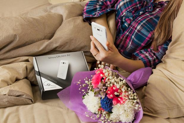 Фото №3 - Samsung дарит подарки твоим любимым