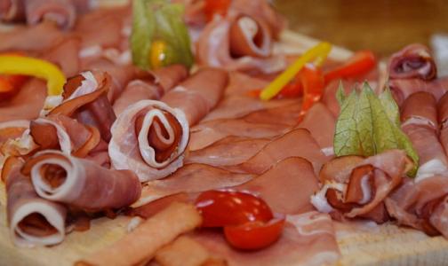 Фото №1 - Челябинцев накормили колбасой с африканской чумой