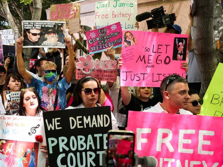 Фото №8 - «Свободу Бритни»: как американская поп-принцесса стала заложницей своего отца
