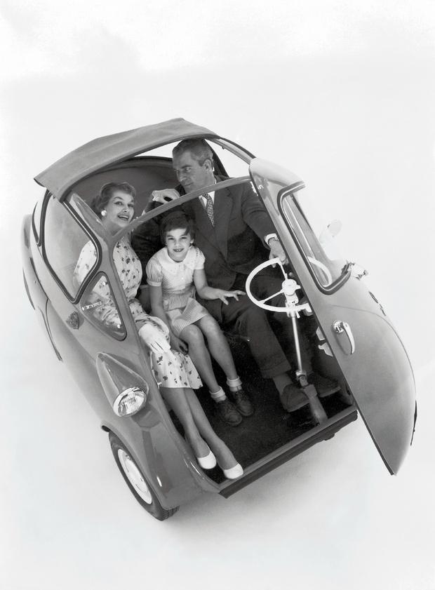 Столь безмерно счастливыми владельцы BMW Isetta выглядели только на кадрах рекламной съемки