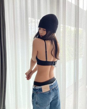 Фото №1 - Глазам не верим! Дженни из BLACKPINK опубликовала фото в нижнем белье 🔥