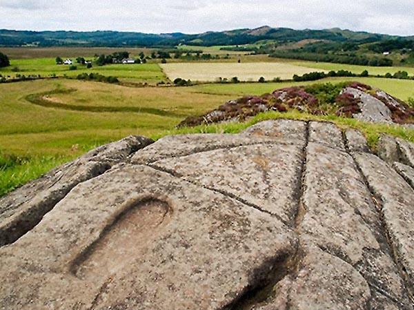 Фото №1 - Волшебные следы на мягких камнях