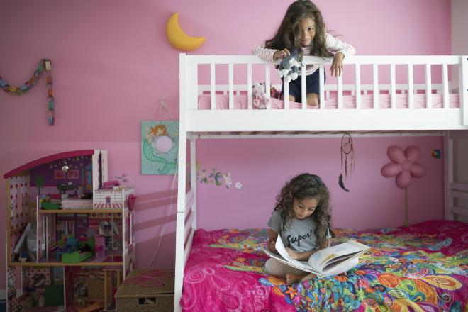 Фото №2 - Как обустроить маленькую комнату для двоих детей