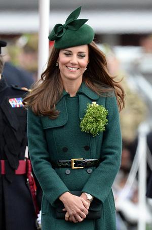 Фото №4 - 6 знаковых нарядов герцогини Кембриджской, которые она носит уже 6 лет