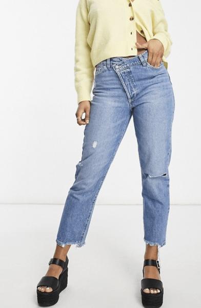Фото №3 - Где купить джинсы с кривой застежкой— самый новый и самый жаркий тренд 2021-го года