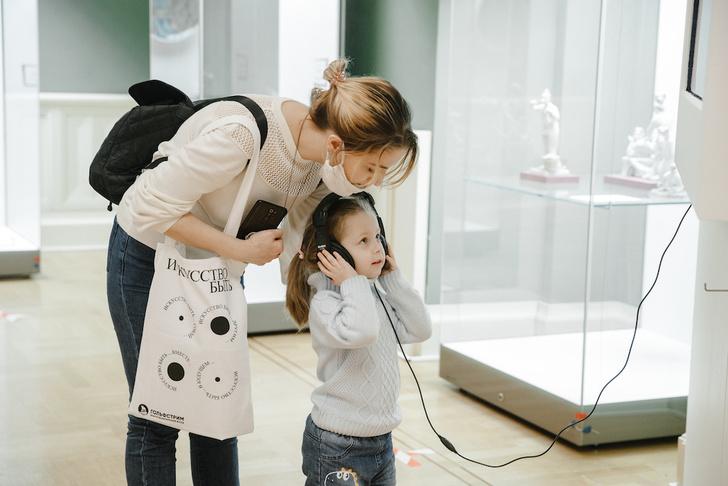 Фото №1 - В музее-заповеднике «Царицыно» открылась инклюзивная выставка «Искусство быть рядом»