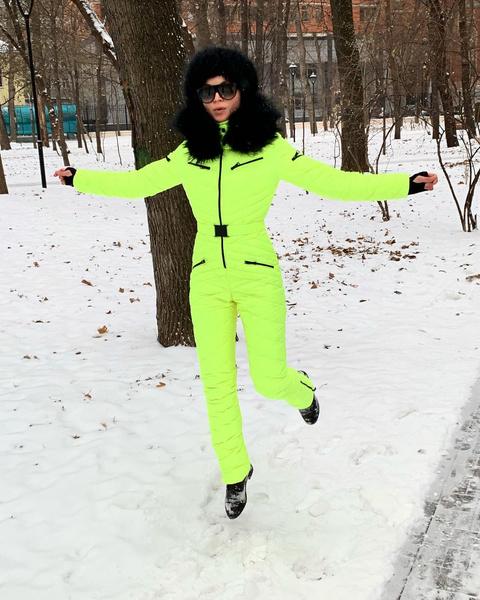 Фото №1 - Как одеться на прогулку зимой: 25 примеров звезд