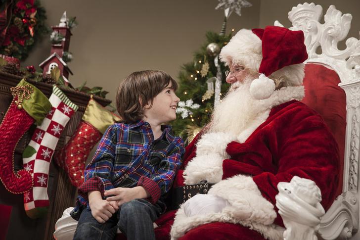 Фото №1 - Психологи рассказали, стоит ли говорить детям правду про Деда Мороза
