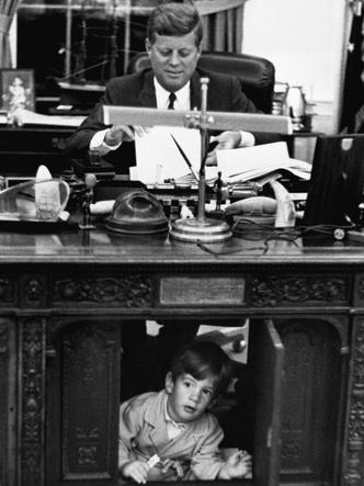 Фото №7 - Счастье на четверых: самые трогательные фото четы Кеннеди с детьми
