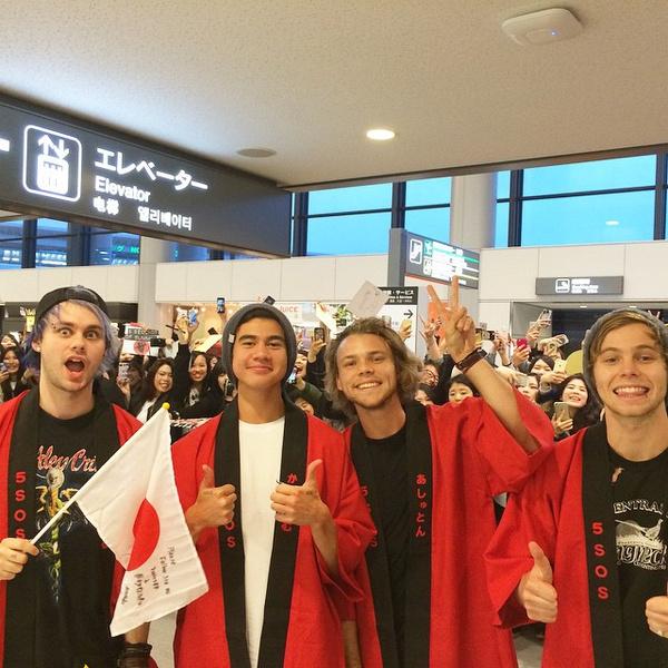 Фото №1 - 5SOS в восторге от Токио и японских фанатов