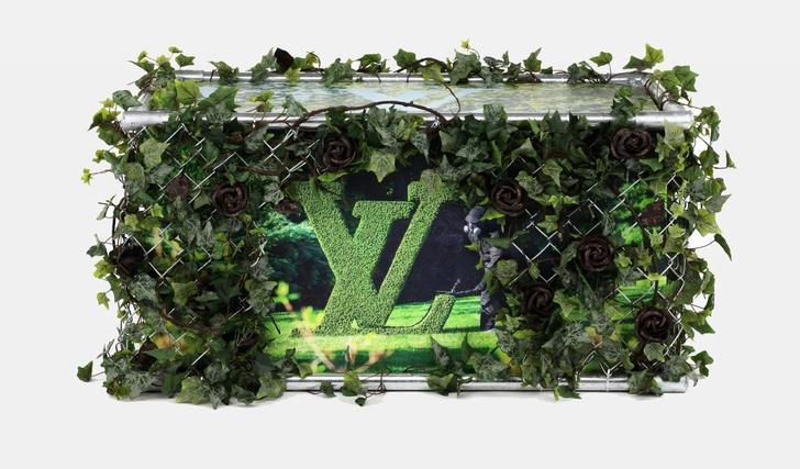 Фото №1 - Дизайнерские версии культового сундука Louis Vuitton