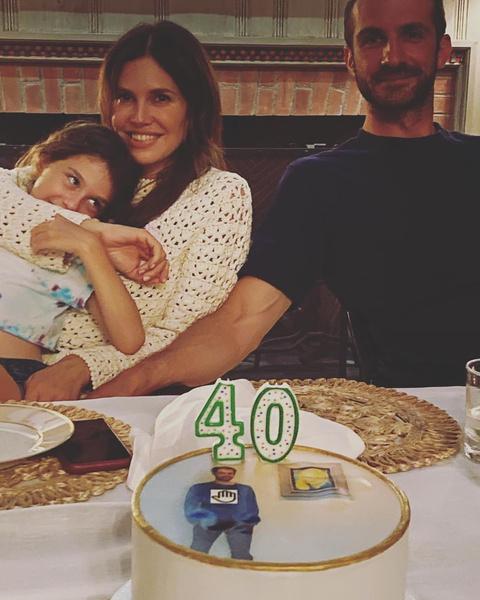 Фото №2 - Через полгода после свадьбы Даша Жукова сияет от счастья рядом с мужем Ставросом Ниархосом и 7-летней дочерью от Абрамовича