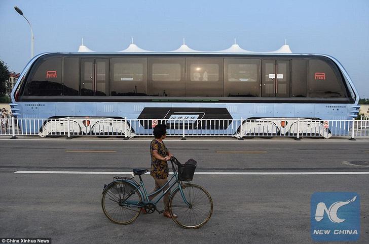 Фото №4 - В Китае начали тестировать «автобус будущего»