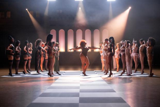 Фото №1 - Время быть увиденной: в Амстердаме завершилось грандиозное шоу-перфоманс в поддержку бренда нижнего белья Hunkemöller