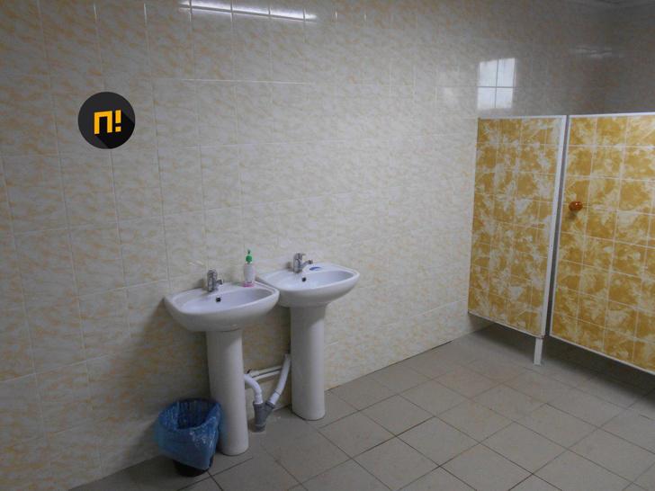 Фото №3 - В орловской школе торжественно открыли первый почти за 150 лет туалет не на улице