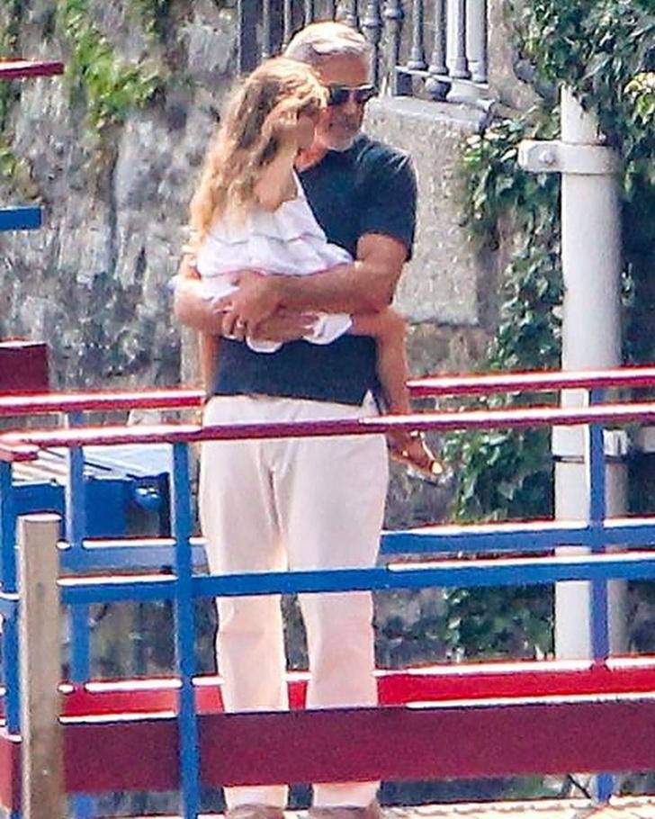 Фото №6 - Идеальная семья: Амаль и Джордж Клуни отдыхают с детьми в Италии