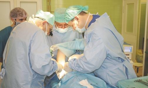 Фото №1 - Операция длиной в ночь: Хирурги СПбГПМУ восстановили мальчику из Карелии отрубленные пальцы