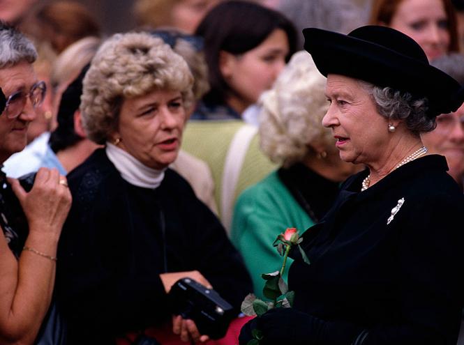 Фото №2 - Какое письмо Елизавета II написала после смерти принцессы Дианы