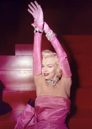 Фото №2 - Длинные перчатки: громкое возвращение тренда Золотого Голливуда