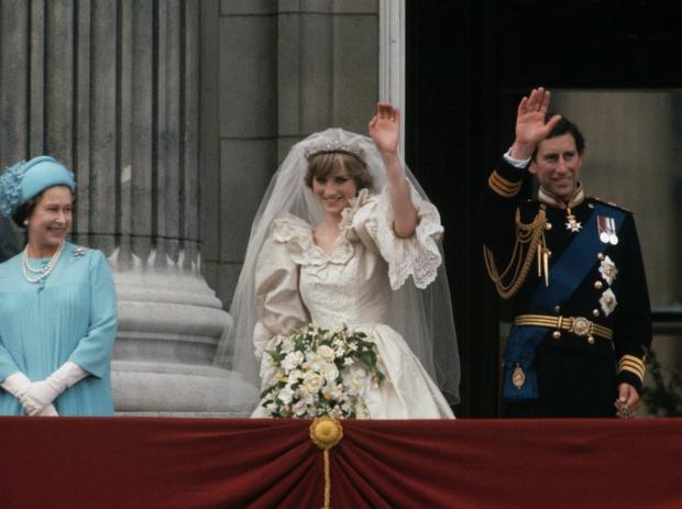 Фото №3 - Обреченные на развод: почему Королева никогда не верила в брак Дианы и Чарльза
