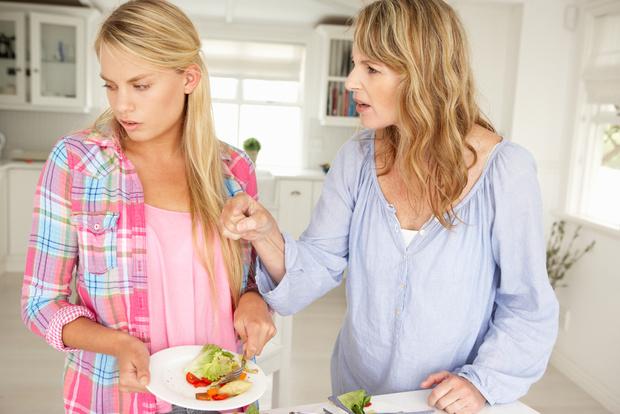 Фото №1 - Вопрос дня: Что делать, если мама постоянно ругается на меня?