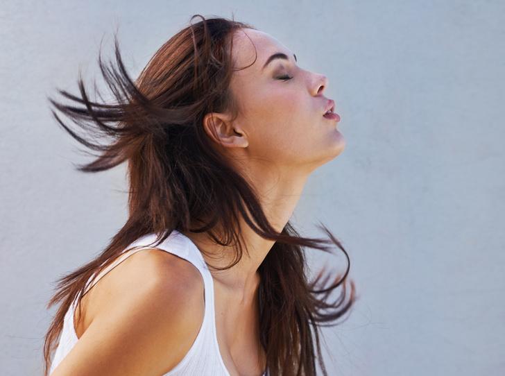Фото №2 - Окутать вуалью: 13 роскошных и «универсальных» мистов для волос