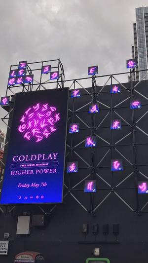 Фото №3 - Почти плагиат: фанаты Леди Гаги ополчились против поклонников Coldplay