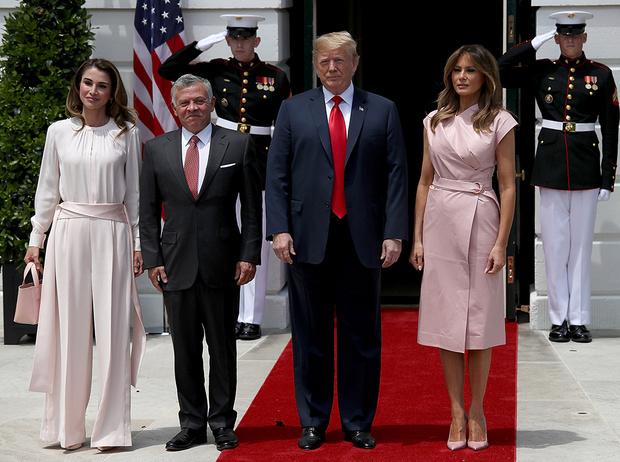 Фото №4 - Почему жены влиятельных мужчин (включая Меган и Меланию) выбирают один цвет в одежде